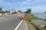 Một phần ba mặt đường Quốc lộ 91 dài hơn 40m bị sụp hoàn toàn xuống sông