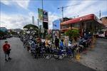 Thay đổi lịch sử: Người dân Venezuela phải mua xăng với giá thị trường quốc tế