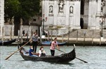 Italy cho phép người dân tự do đi lại trên toàn quốc