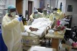 Số ca mắc mới COVID-19 tăng mạnh gây sức ép lên hệ thống y tế Mỹ