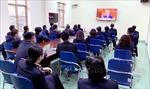 Cán bộ, đảng viên quan tâm theo dõi phiên khai mạc Đại hội Đảng lần thứ XIII
