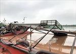 Bắt 5 tàu khai thác cát trái phép trên sông Ninh Cơ
