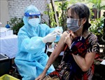 TP Hồ Chí Minh: Người dân khu phong tỏa vui mừng khi được tiêm vaccine