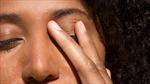 Làm thế nào tập thói quen không sờ tay lên mặt để phòng virus?