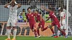 Cận cảnh màn ném dép của CĐV nước chủ nhà UAE tại bán kết Asian Cup 2019