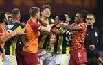 Toàn cảnh màn hỗn chiến gây sốc trận derby Thổ Nhĩ Kỳ giữa Galatasaray gặp Fenerbahce