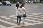 Trung Quốc phạt tiền người đi bộ xem điện thoại khi sang đường