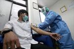 8 người cùng gia đình ở Indonesia tình nguyện thử vaccine phòng COVID-19