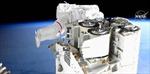 Xem phi hành gia rời khỏi trạm ISS, bay lơ lửng lắp thiết bị mới