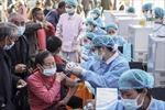 Trung Quốc cân nhắc tiêm mũi vaccine COVID-19 thứ ba cho nhóm dễ tổn thương