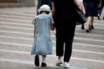 Báo động nạn cha mẹ đẻ bạo hành con cái trong các gia đình Nhật Bản
