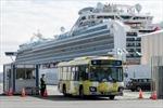 Hành khách Hong Kong trở về sau lệnh cách ly