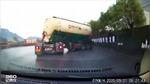 Xe bồn mất lái xoay tròn tại Trung Quốc
