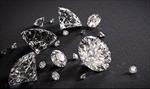 Người phụ nữ đánh tráo kim cương trị giá 5,7 triệu USD bằng đá cuội
