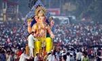 Hàng nghìn người vẫn dự lễ hội thần voi giữa làn sóng Delta ở Ấn Độ