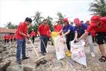 Di chuyển trên những chuyến bay của Vietjet để tham gia chiến dịch 'Hãy làm sạch biển'