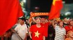 Cổ động viên TP Hồ Chí Minh đổ dồn về phố đi bộ xem trận đấu giữa Việt Nam và UAE