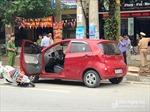 Tài xế bất cẩn mở cửa ô tô khiến một nữ sinh bất tỉnh