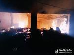 Cháy chợ lúc nửa đêm, gần 10 ki ốt bị thiêu rụi