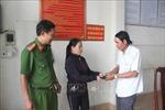 Người phụ nữ nghèo bán vé số dạo nhặt được ví tiền đem trả lại