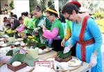 Khách quốc tế hào hứng gói bánh chưng, trải nghiệm không gian Tết Việt
