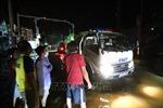Kịp thời đưa người bị tai nạn giữa vùng lũ lụt biệt lập đi cấp cứu