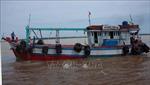 Bộ đội Biên phòng Sóc Trăng tiếp nhận 2 ngư dân gặp nạn trên biển