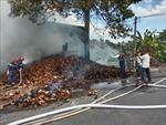 Hỏa hoạn thiêu rụi một phần chỉ xơ dừa trong nhà kho khoảng 500m2
