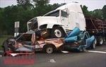 Ô tô 7 chỗ tông vào đuôi ô tô tải, 4 người bị thương