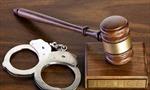 Khởi tố đối tượng cố ý gây thương tích và chống người thi hành công vụ 