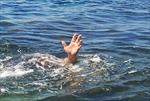 Ra mương nước gần nhà chơi, hai trẻ em đuối nước thương tâm