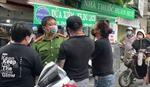 Phạt kịch khung hai vợ chồng gây rối tại chốt kiểm dịch COVID-19 ở Hà Nội