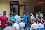 Người dân Hà Nội xếp hàng chờ cấp, đổi giấy phép lái xe