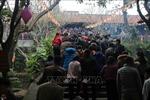 Người dân nô nức về hội Phật Tích