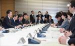 Thủ tướng Nhật Bản chỉ thị soạn thảo chính sách mới để ngăn COVID-19 lây lan