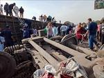 Tàu hỏa trật đường ray tại Ai Cập