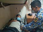 Bạc Liêu: Kịp thời đưa một ngư dân vào bờ cấp cứu