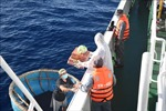 Lực lượng kiểm ngư kịp thời hỗ trợ ngư dân gặp nạn