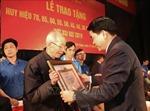 6.456 đảng viên thuộc Đảng bộ thành phố Hà Nội được trao tặng Huy hiệu Đảng