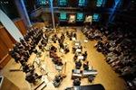 Dàn nhạc giao hưởng London trình diễn 'Tiến quân ca' tại Phố đi bộ Hồ Gươm