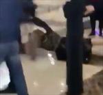 Hai nữ khách vật nhau xuống sàn vì tranh giành bó hoa cưới