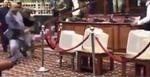 Nghị sĩ Afghanistan cầm dao rượt đuổi doạ đâm đối thủ ngay giữa quốc hội
