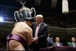 Nhật Bản chào đón Tổng thống Trump bằng 'ngoại giao sân golf' và thịt bò Kobe hảo hạng
