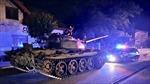 Người đàn ông say rượu lái xe tăng chạy vòng vòng thị trấn