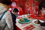 Cuộc chạy đua tìm nhà hàng ăn tất niêncủa các gia đình Trung Quốc
