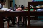 Phụ huynh Mỹ Latin gặp khó với việc dạy con ở nhà mùa dịch COVID-19