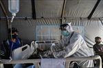 Đội ngũ y tế Indonesia quá tải trong cơn khủng hoảng 'kép'