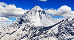 Sau Everest, thêm đỉnh núi nổi tiếng trên dãy Himalaya hết'miễn nhiễm' trước COVID-19