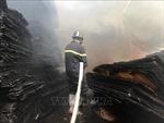 Cháy cơ sở sản xuất gỗ ván ép sát khu dãy trọ tại Bình Dương