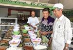 Ấm lòng bữa cơm 2.000 đồng dành cho người nghèo
